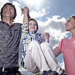 離婚後、元旦那が交際相手と一緒に子供と遊ぶのは問題?