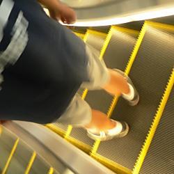エスカレーターの歩行はNG