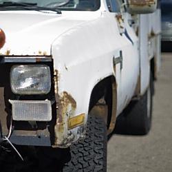 不法投棄自動車の撤去費用は誰が負担?
