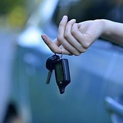 車を譲渡したにも関わらず、名義変更してくれない相手への対処法は?